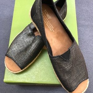 Tom's open toe shoe